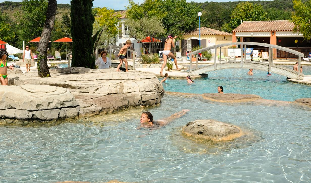 camping ard che avec piscine yelloh village soleil vivarais