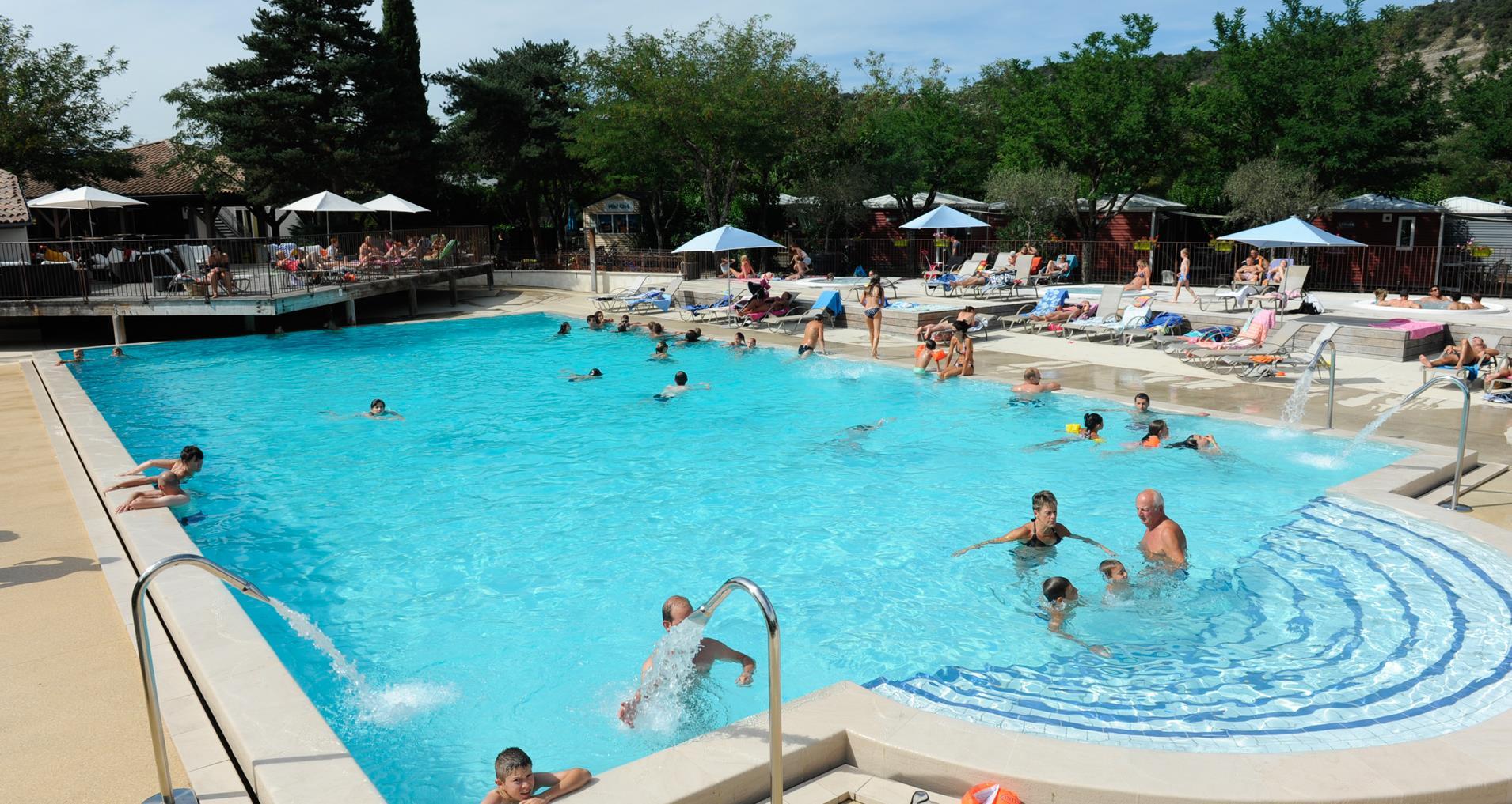Camping ard che avec piscine yelloh village soleil vivarais for Camping ardeche ruoms avec piscine