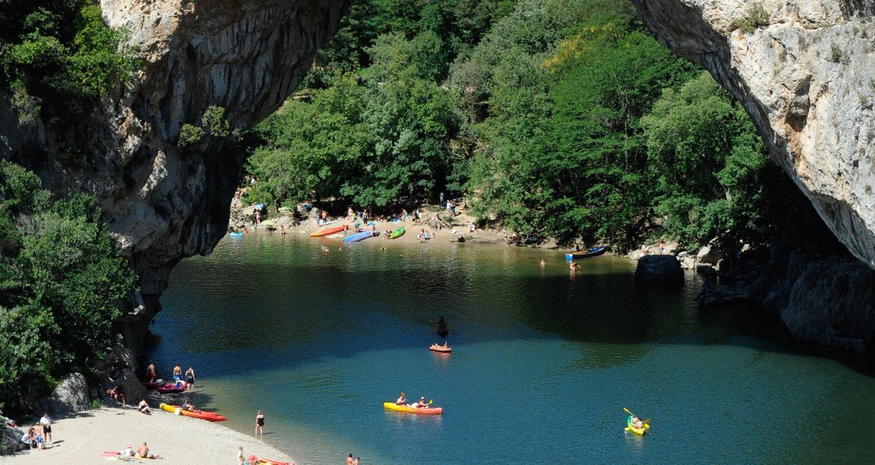 Campsite vallon pont d arc yelloh village soleil vivarais - Camping vallon pont d arc piscine ...