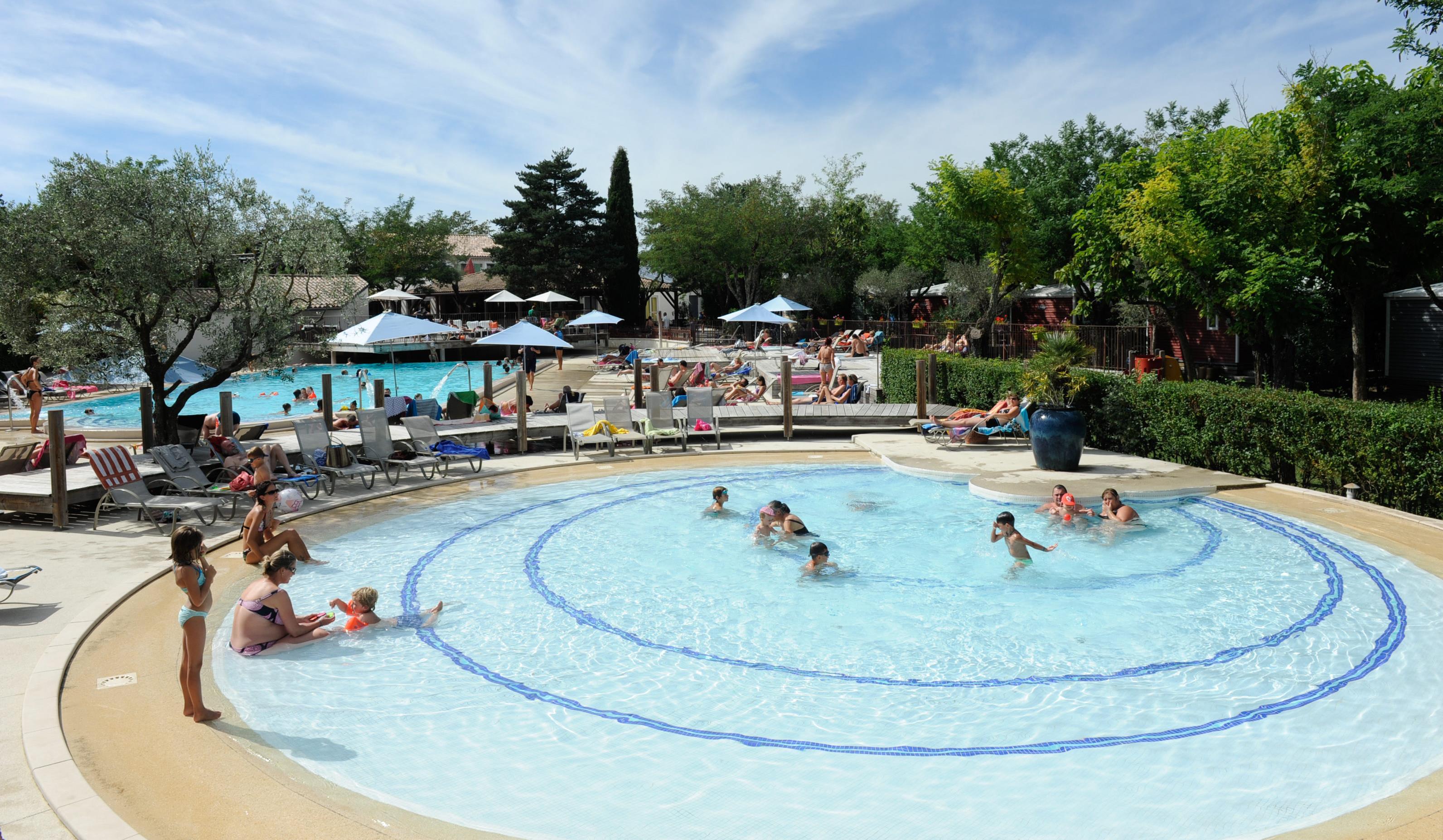 Camping ardeche avec piscine et pataugeoires yelloh - Camping creuse avec piscine ...