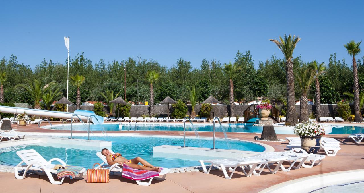 Camping avec parc aquatique dans le sud de la france les for Club vacances ardeche avec piscine