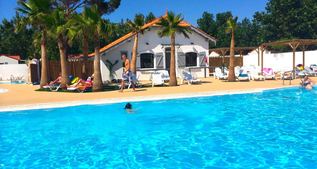 Camping 5 toiles marseillan avec piscine les for Camping a marseillan plage avec piscine