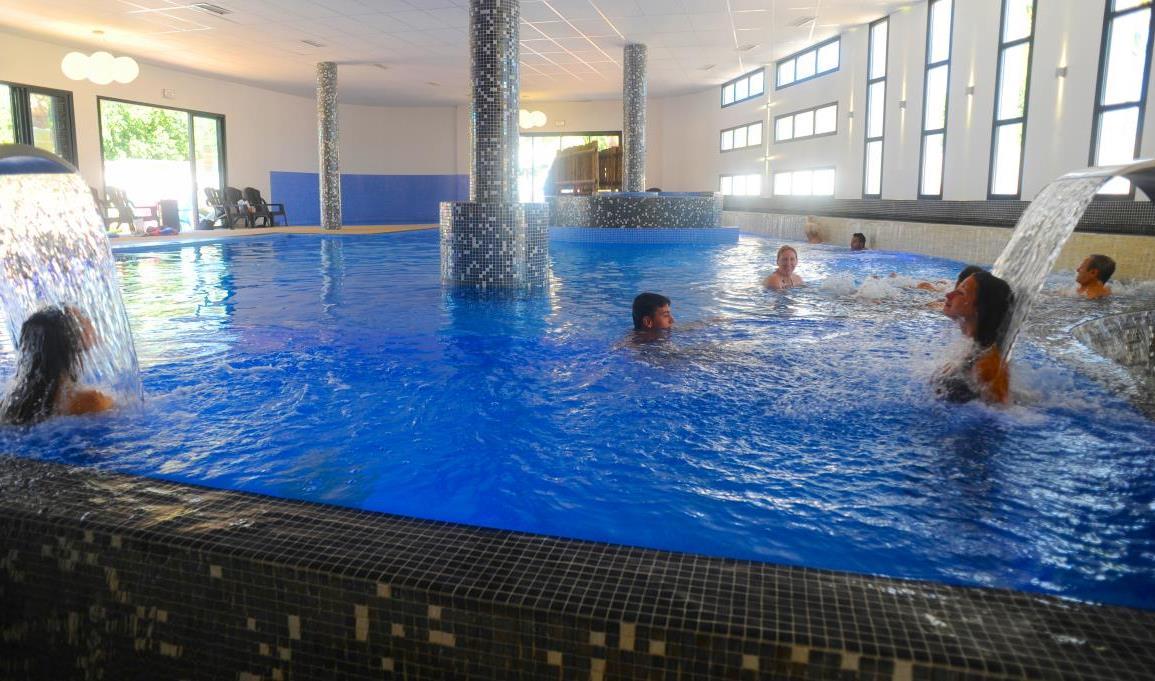 Camping marseillan plage avec parc aquatique for Camping cirque de gavarnie avec piscine