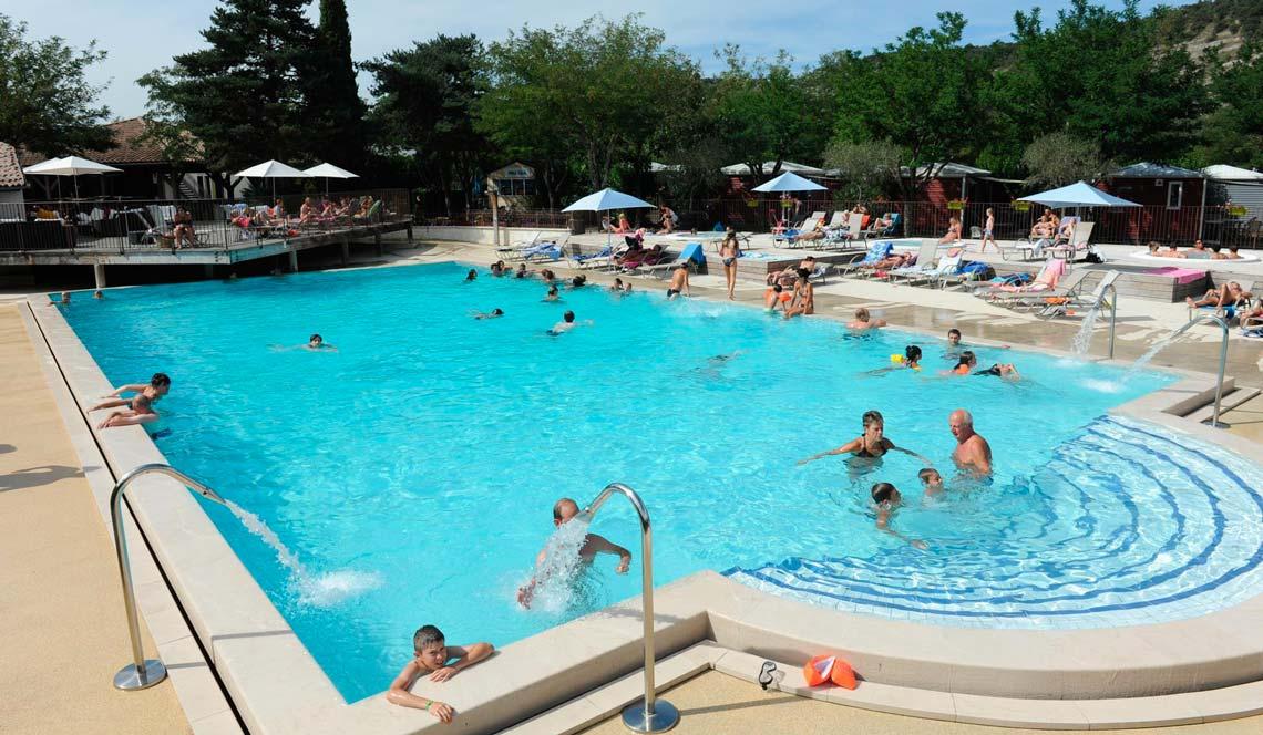 Camping club 5 toiles ard che yelloh village soleil for Club piscine soleil chicoutimi