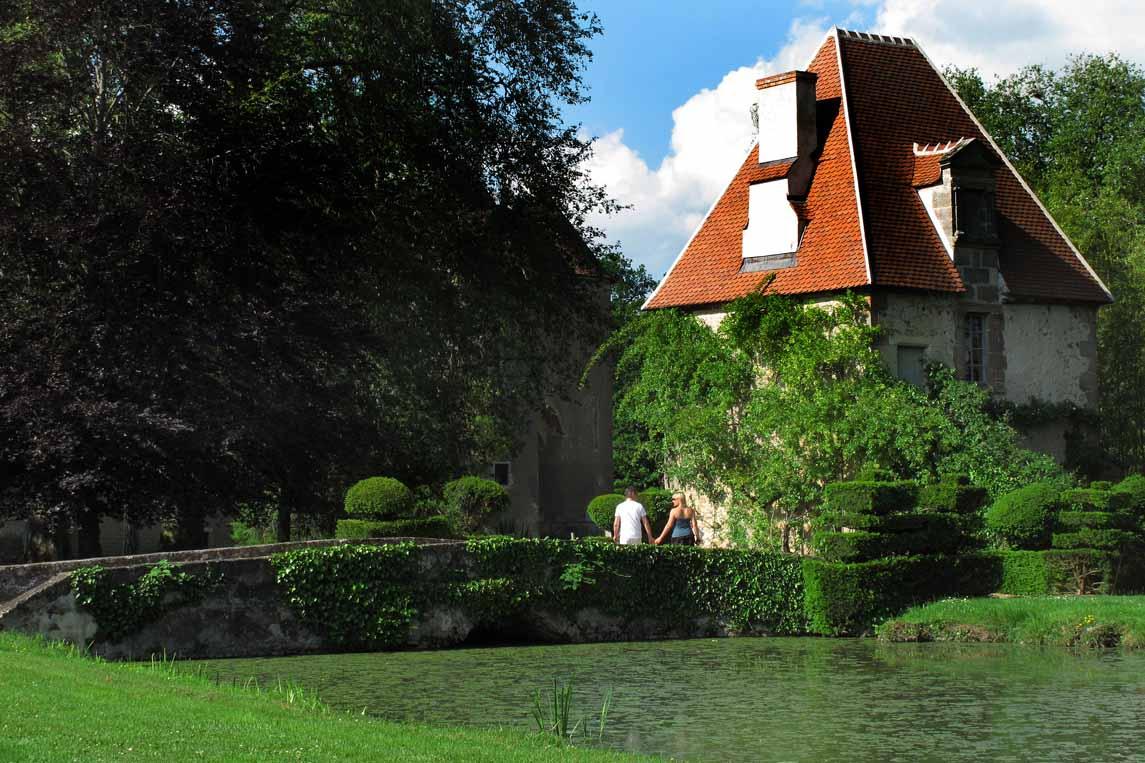 Dans les jardins du château d'Ainay-le-Vieil