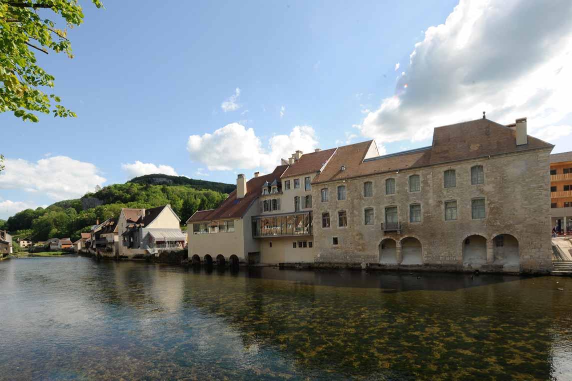 Le Musée Gustave Courbet à Ornans sur les rives de la Loue