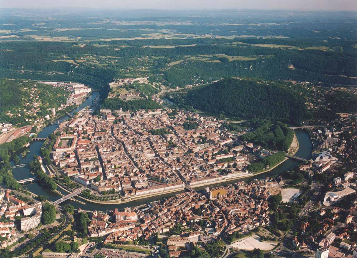 Vue sur Besançon et le méandre du Doubs