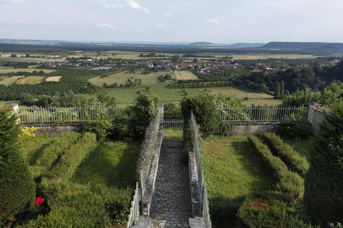 Vue sur la plaine de la Woëvre depuis le château de Hattonchâtel
