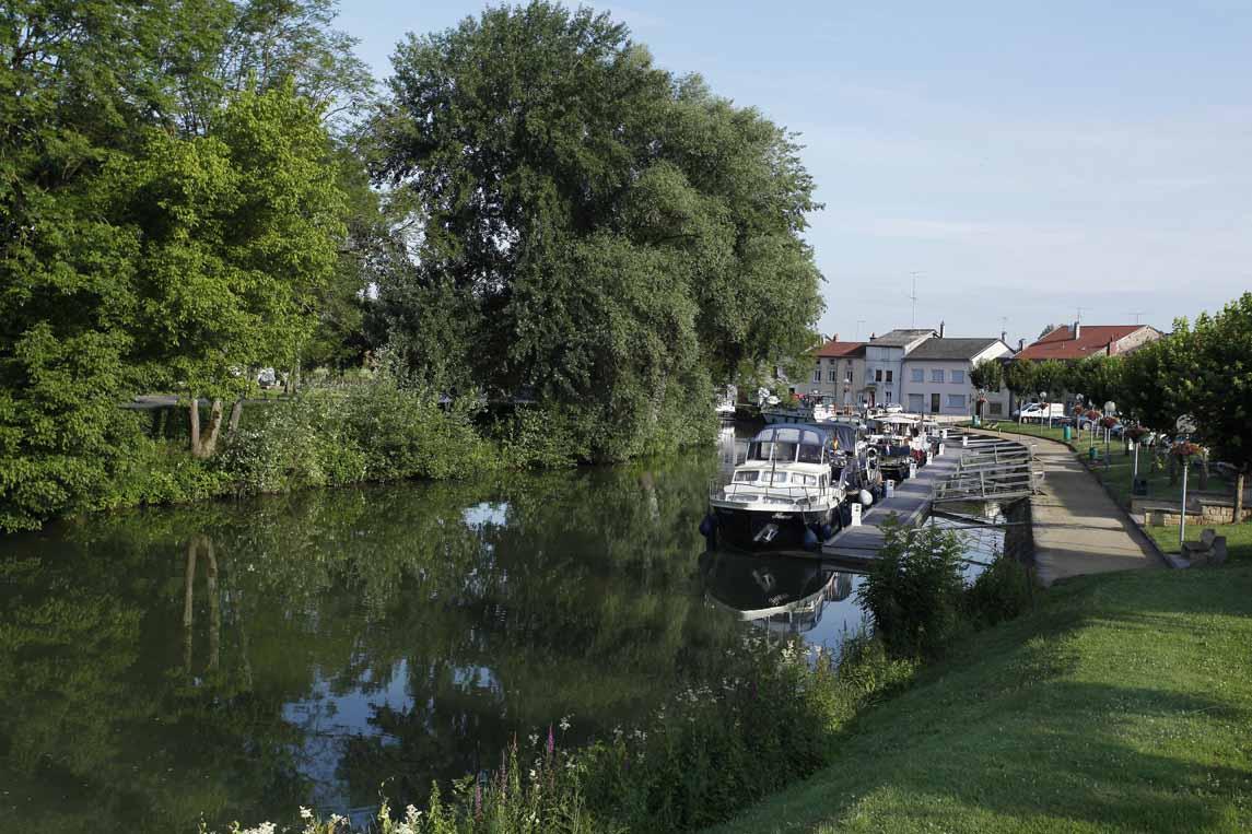 La halte fluviale à Stenay dans la Meuse