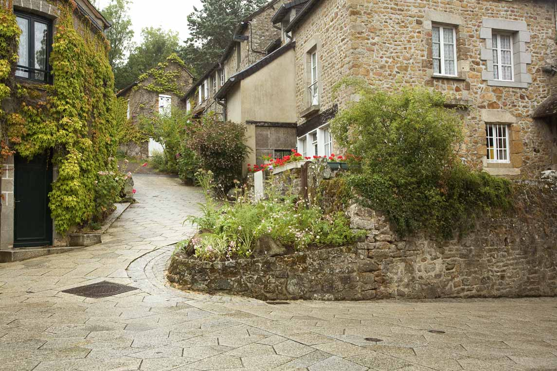 Saint-Céneri-le-Gérei, l'un des plus beaux villages de France