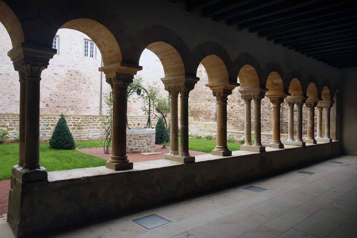 Le prieuré bénédictin de Salles-Arbuissonnas-en-Beaujolais