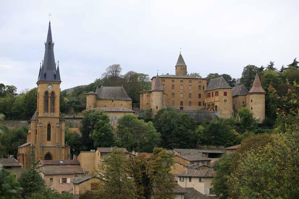Le village de Jarnioux en plein cœur des Pierres Dorées