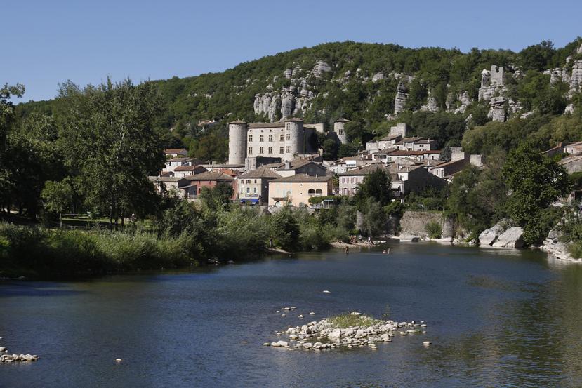 Le village classé de Vogüé