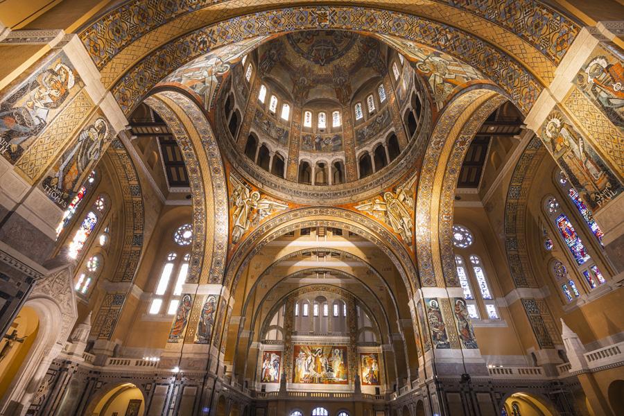 La basilique Sainte-Thérèse de Lisieux en Normandie