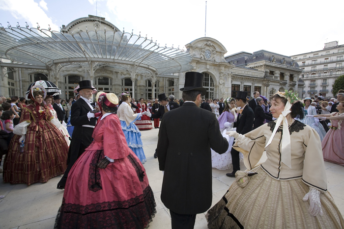 Bal en costumes d'époque aux thermes de Vichy