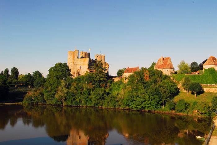 Le château de Bourbon-l'Archambault dans le Bourbonnais