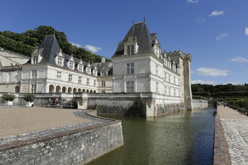 Le château de Villandry entouré de douves