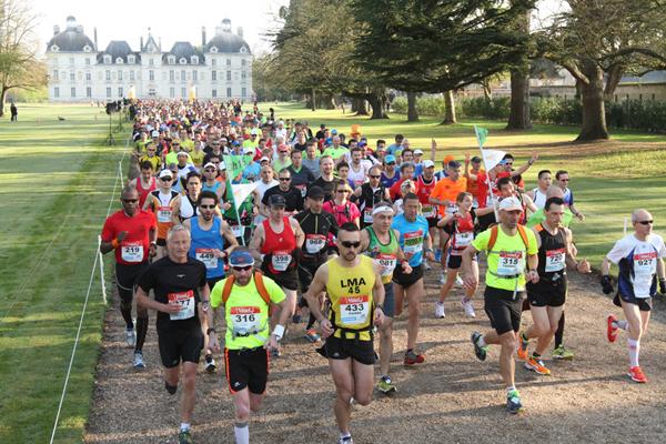 Le départ du Marathon est donné à 9h devant le château de Cheverny