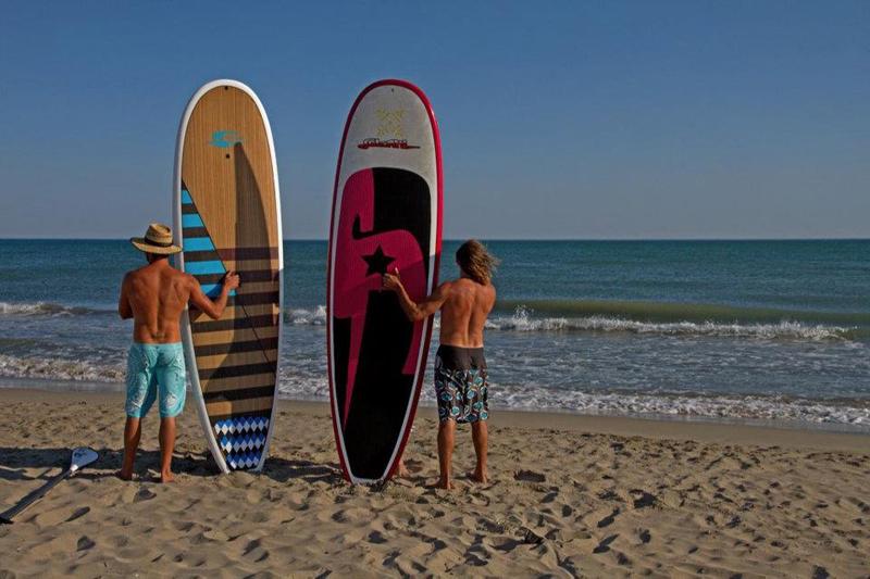 Surf et stand up paddle, activités à la mode dans les campings de bord de mer