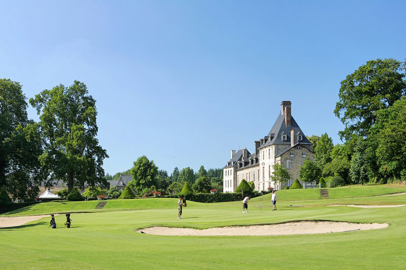 Le Domaine des Ormes possède un golf 18 trous