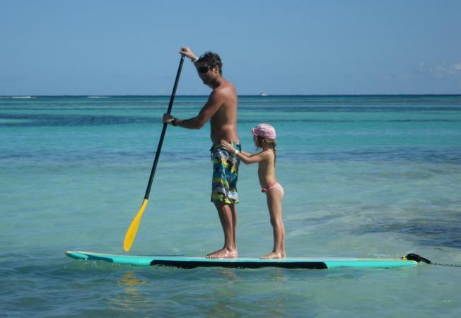 Testez le stand up paddle au Yelloh! Village Secrets de Camargue au Grau-du-Roi
