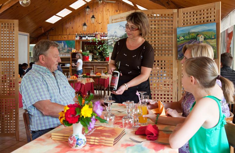 Le restaurant du camping Le Coin Tranquille à Les Abrets en Isère