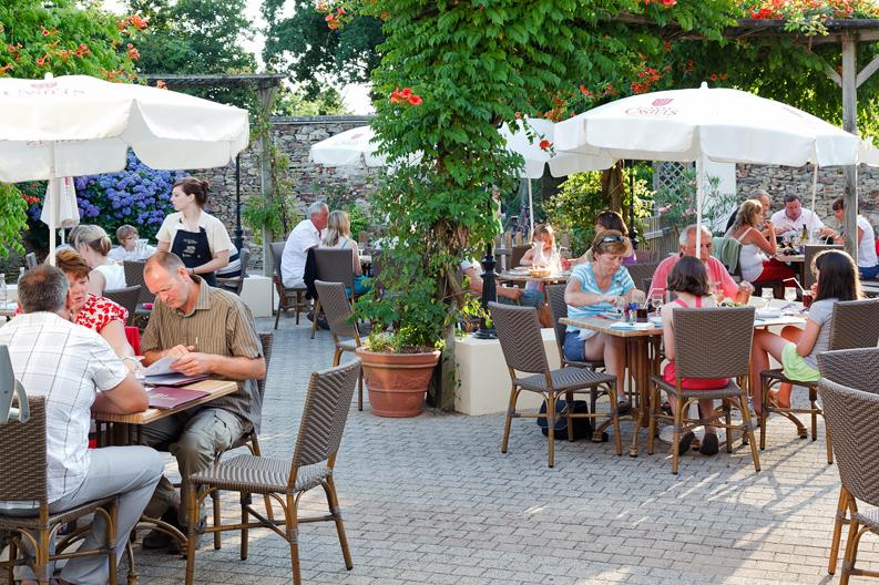 La terrasse du restaurant du camping La Garangeoire à Saint-Julien-des-Landes