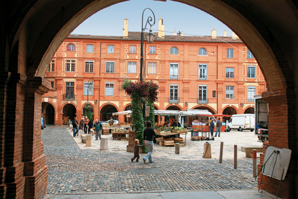 La place Nationale à Montauban