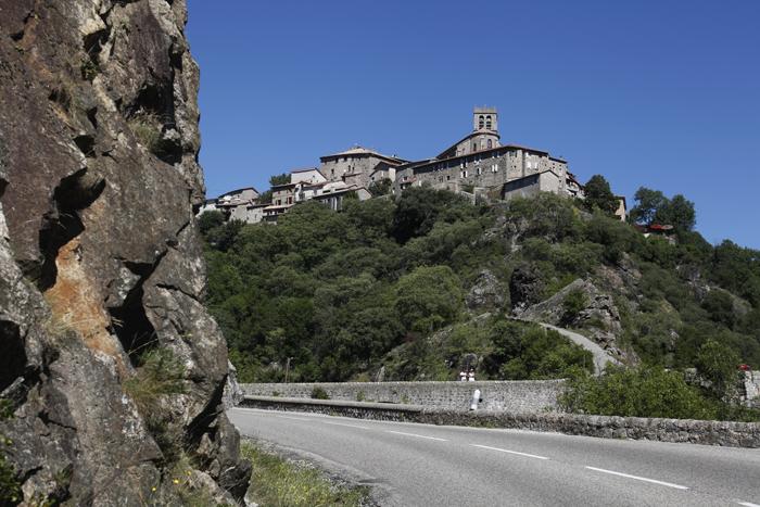 Le village d'Antraigues-sur-Volane en Ardèche
