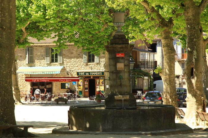 Le pittoresque village de Jaujac en Ardèche