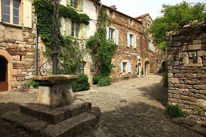 Dans les rues de Naves en Ardèche
