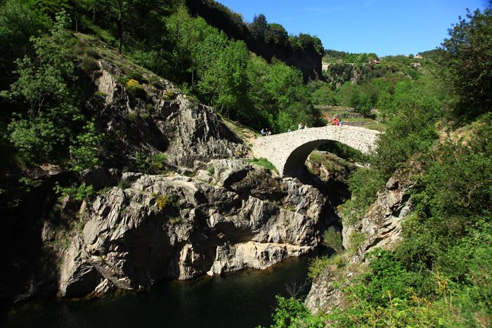 Le pont du Diable, magnifique arche de basalte au-dessus de l'Ardèche