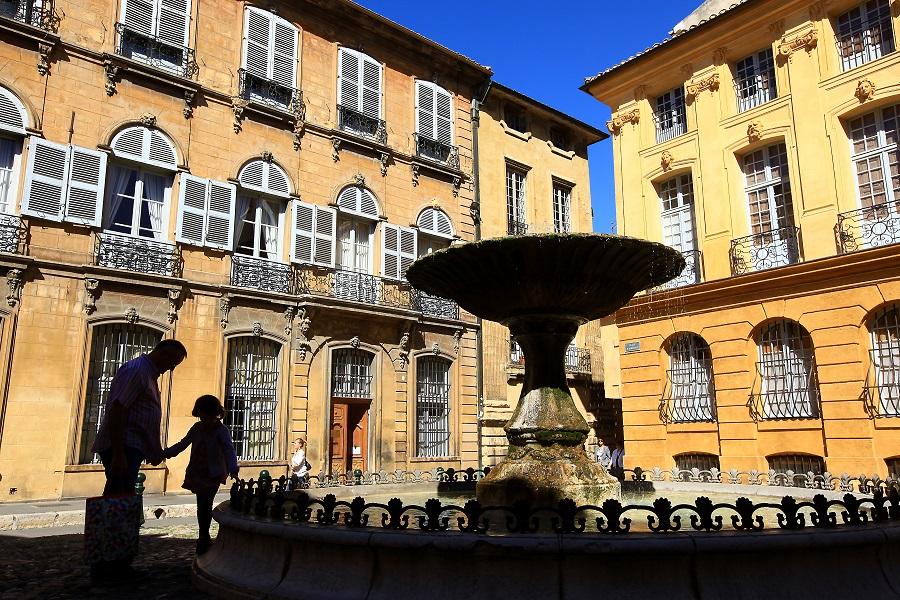 La place Albertas à Aix-en-Provence
