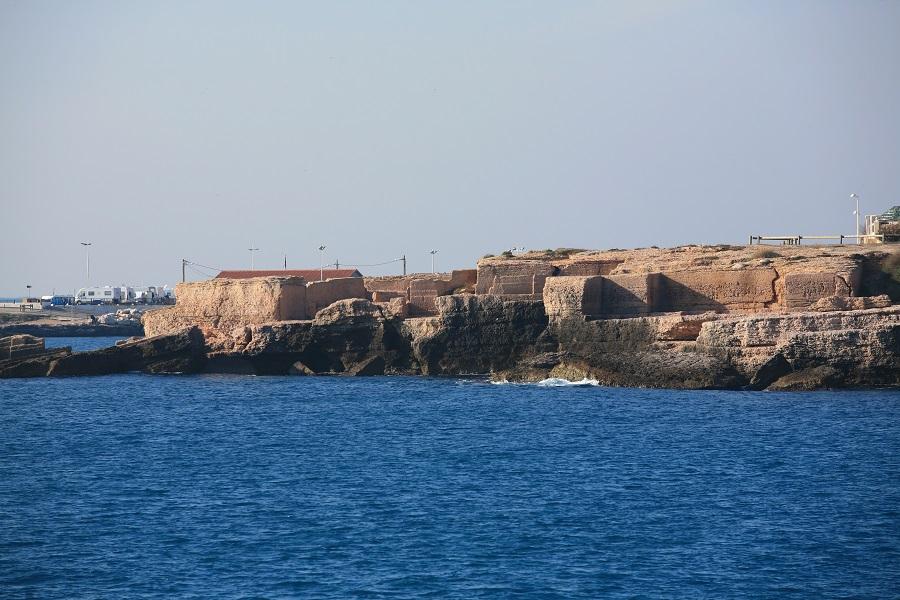 Les carrières de calcaire au bord de la Méditerranée