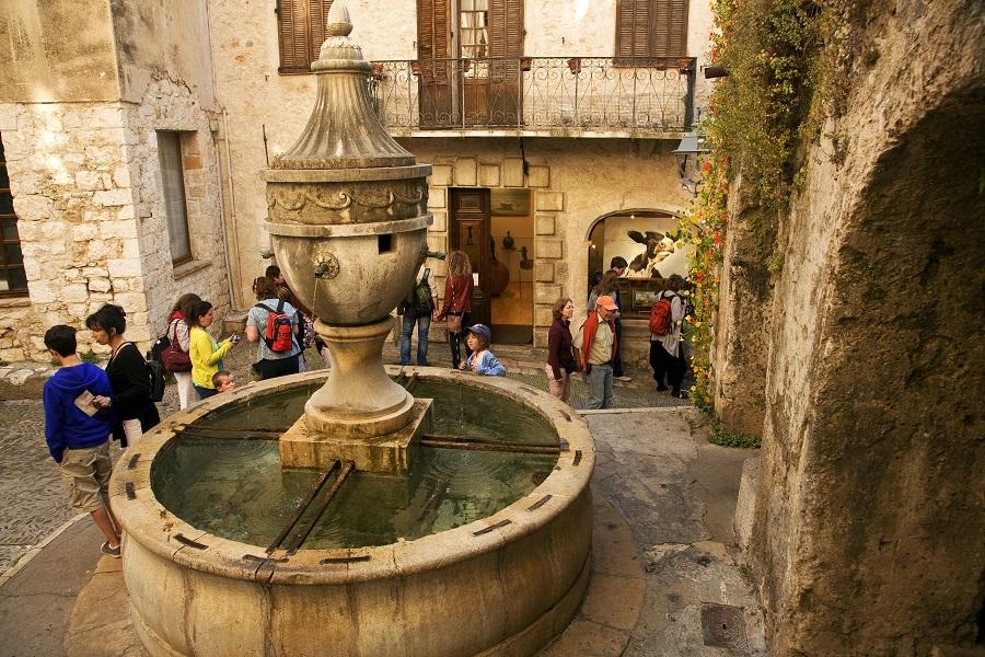 Place de la grande fontaine à Saint-Paul de Vence