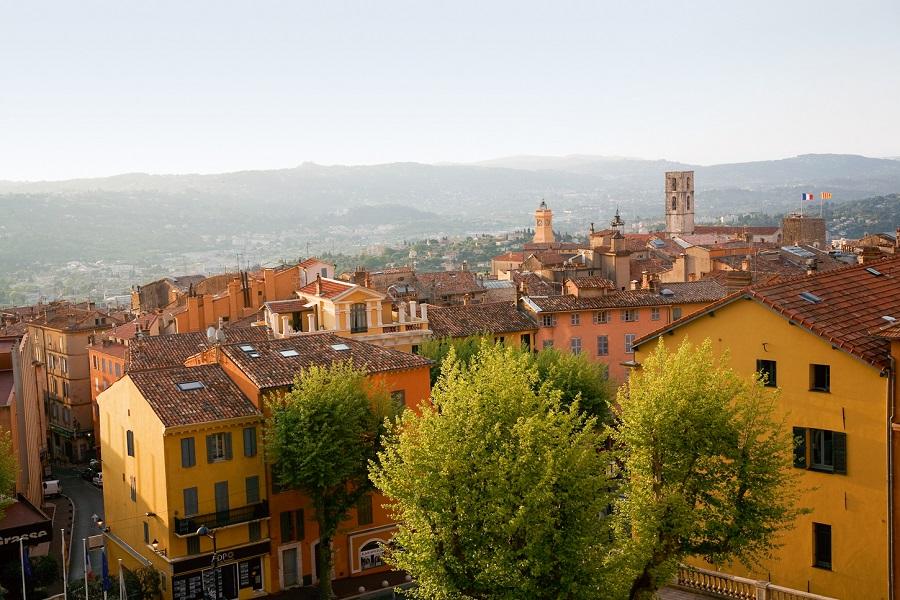 Le centre coloré de la ville de Grasse