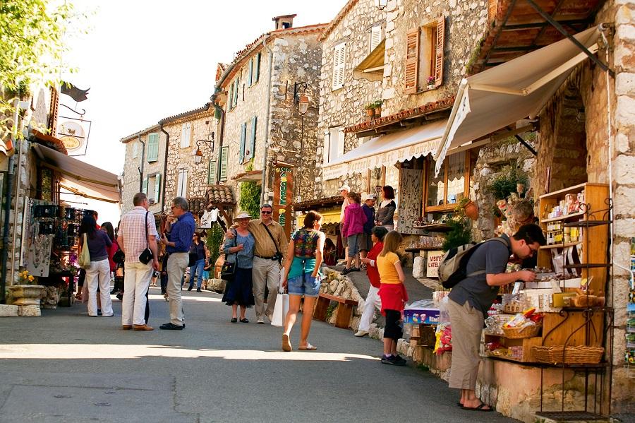 Dans les rues de Gourdon dans les Alpes-Maritimes