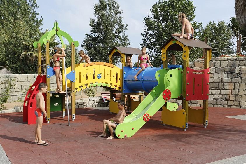 De nombreux campings possèdent des clubs enfants