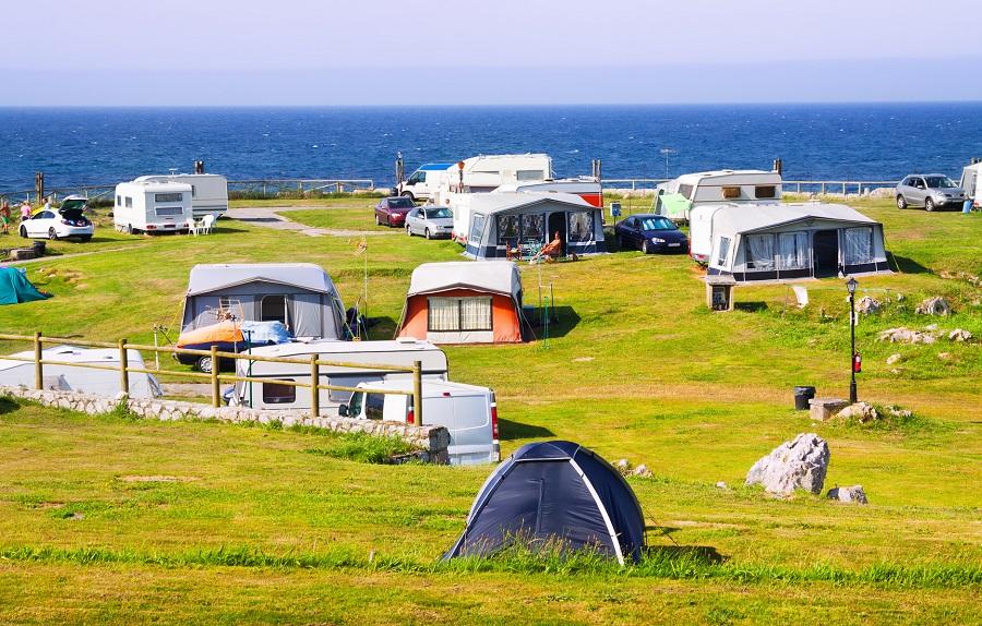 Petit camping en bord de mer