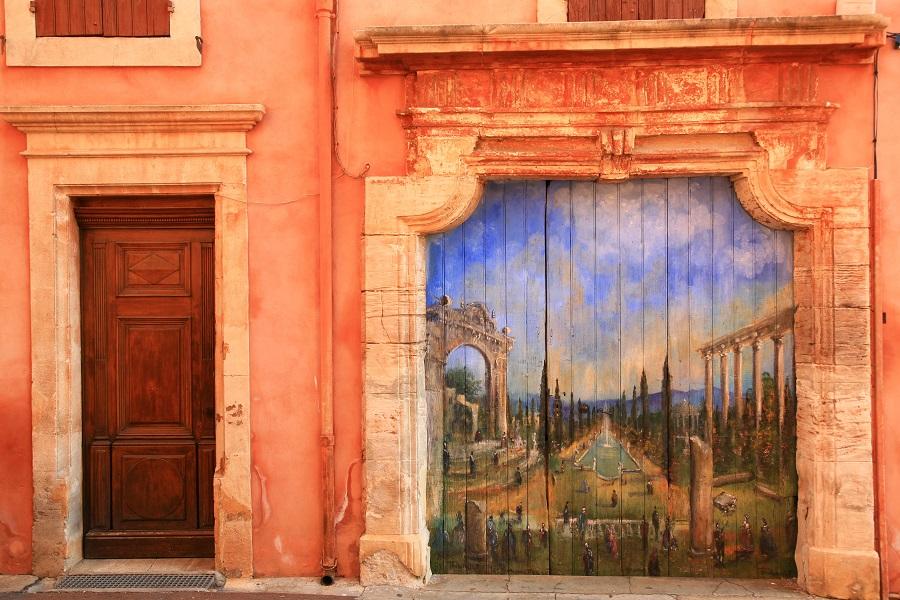 Les belles façades ocrées de Roussillon
