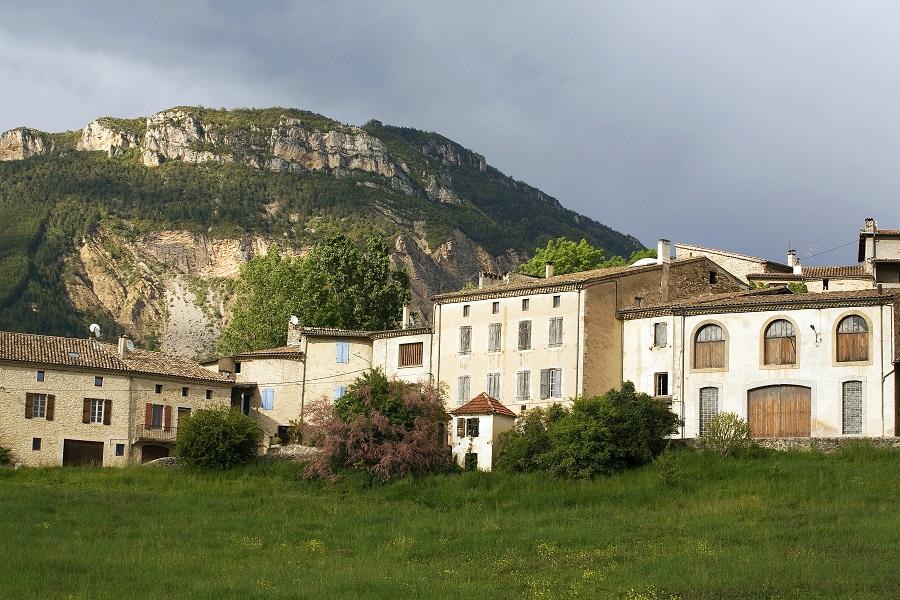 Le village de Saint-Roman dans la Drôme
