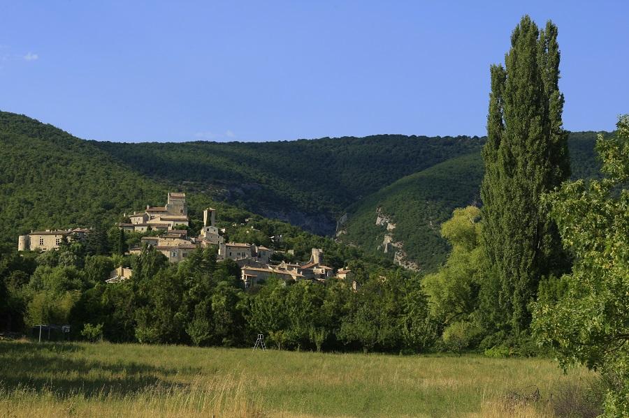 Petit village typique de la Drôme Provençale