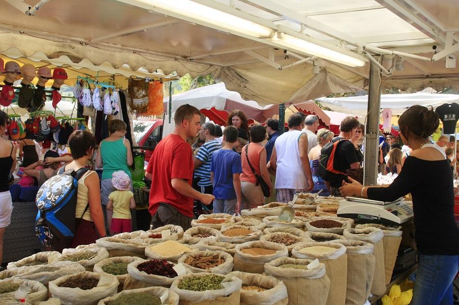 Jour de marché à Buis-les-Baronnies