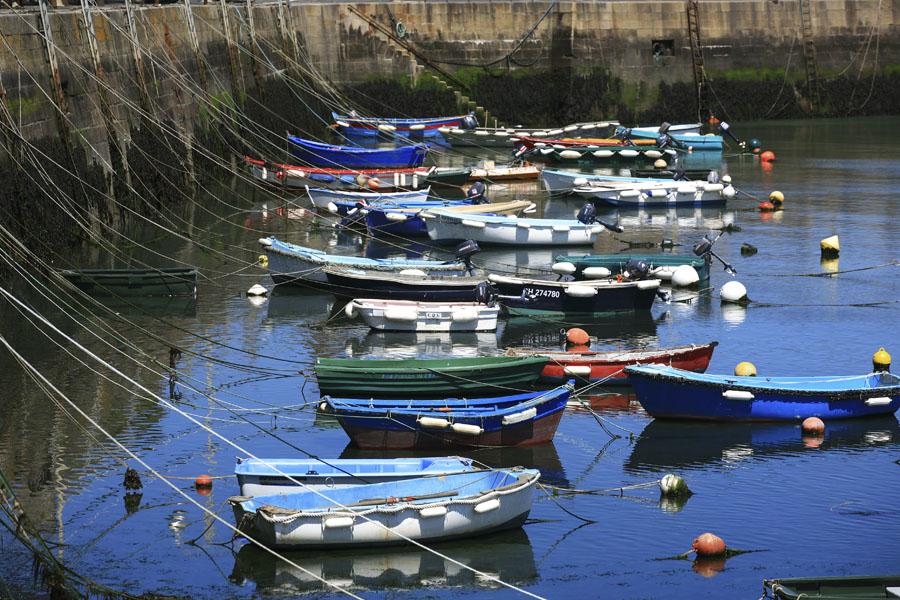 Dans le petit port de Barfleur dans le Manche