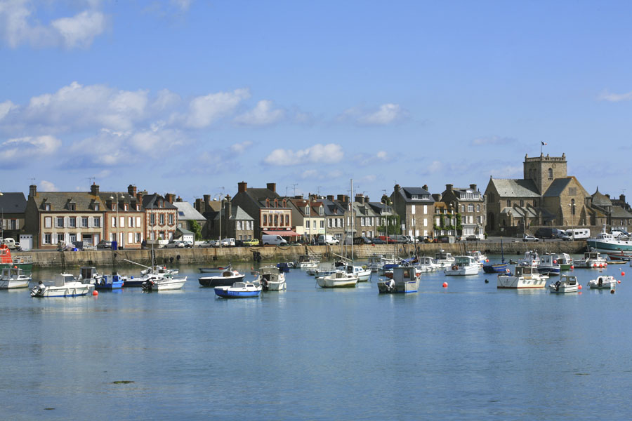 Barfleur, village de pierres et son port coloré