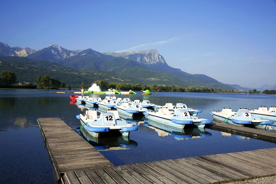 Le lac de Serre-Ponçon, site de loisirs très apprécié