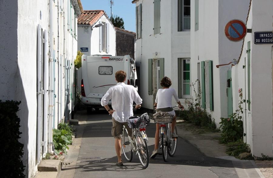 Les rues étroites de l'île de Ré
