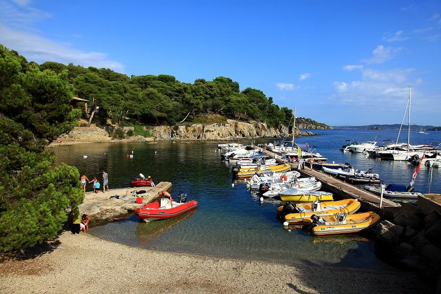 Le petit port du village de Giens