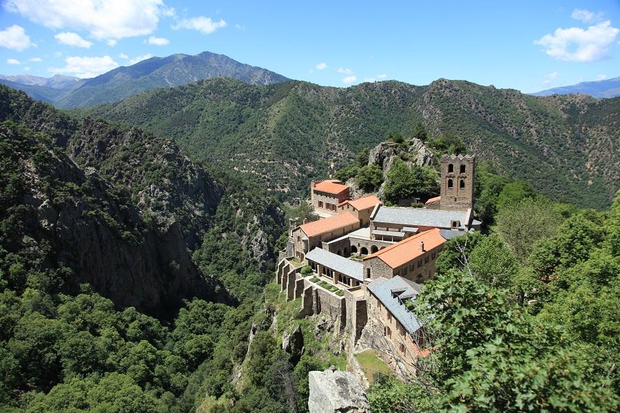 L'abbaye Saint-Martin-du-Canigou à 1000 m d'altitude