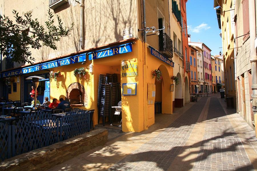 Dans les rues colorées de Collioure